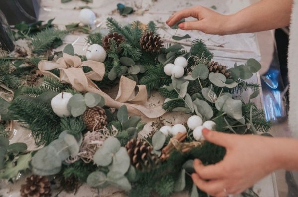 Christmas-Door-Wreath-Making-Class