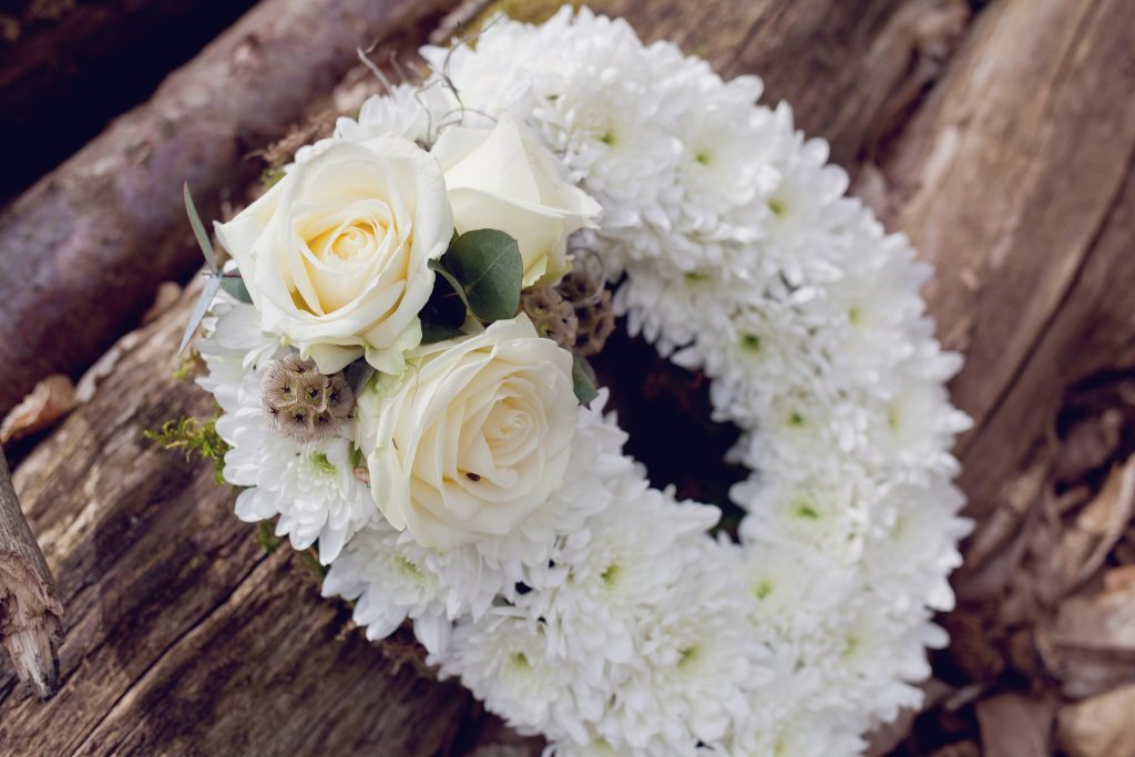 Little-tin-shed-funeral-flower-tribute