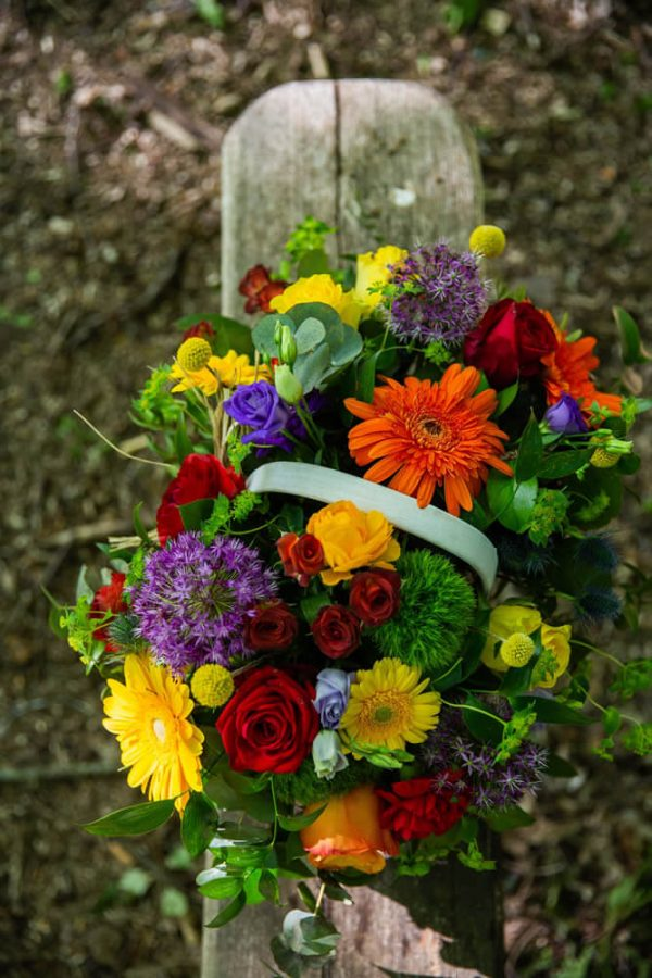 Little-Tin-Shed-Funeral-flowers-Essex-sympathy-basket